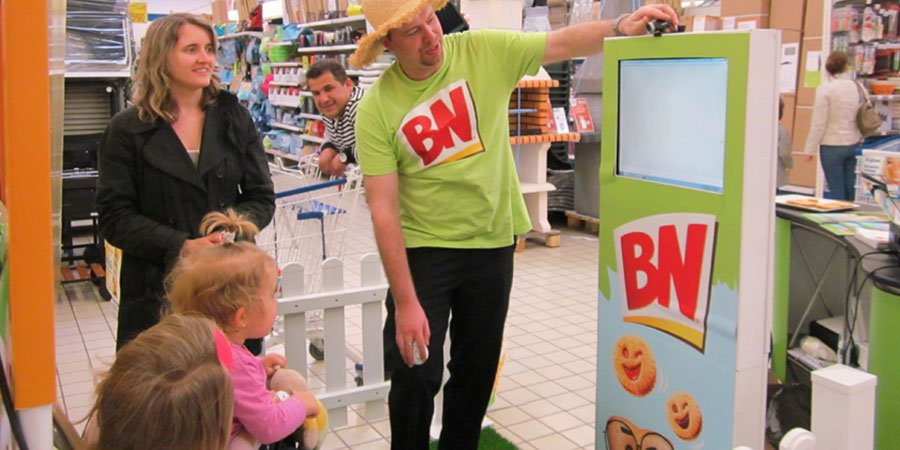 BN-Animation-photo-live-retail-WIZZ-factory-interactions-digitales-événementielles-une