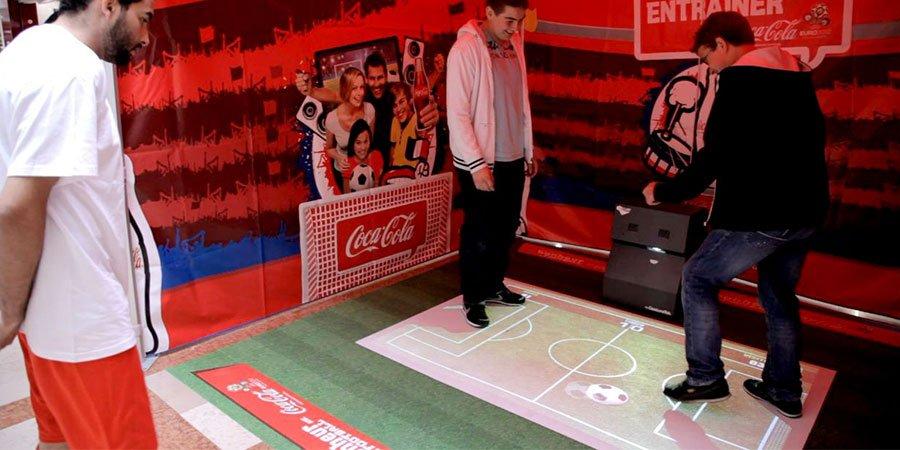 Jeu de foot avec un sol interactif pour Coca Cola - WIZZ factory, interactions digitales événementielles