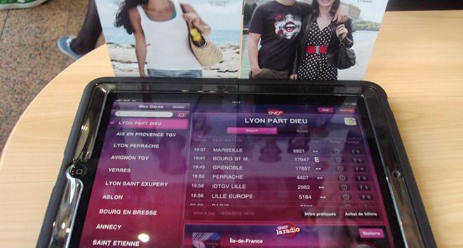 Découvrez la démo de l'application sur Ipad en gare SNCF direct - WIZZ factory, interactions digitales événementielles